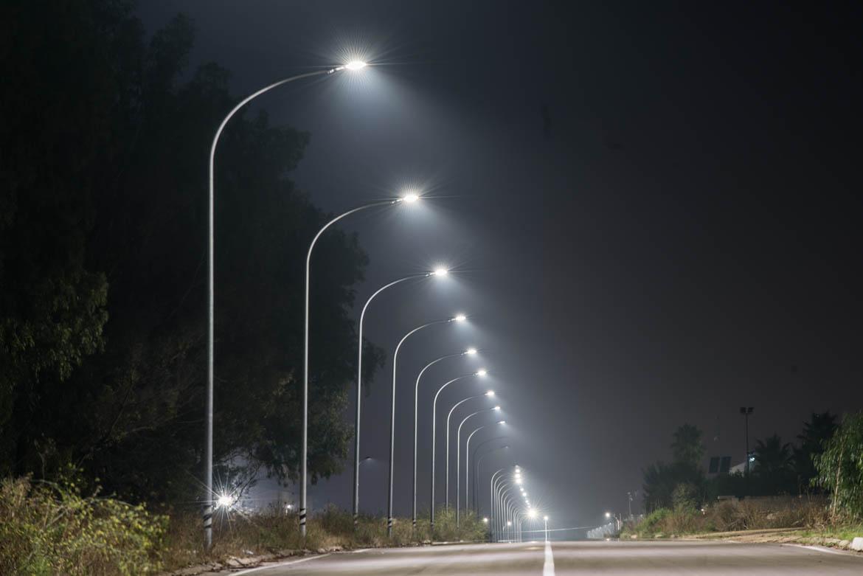 632 armature stradali guida illuminano il percorso extra urbano del