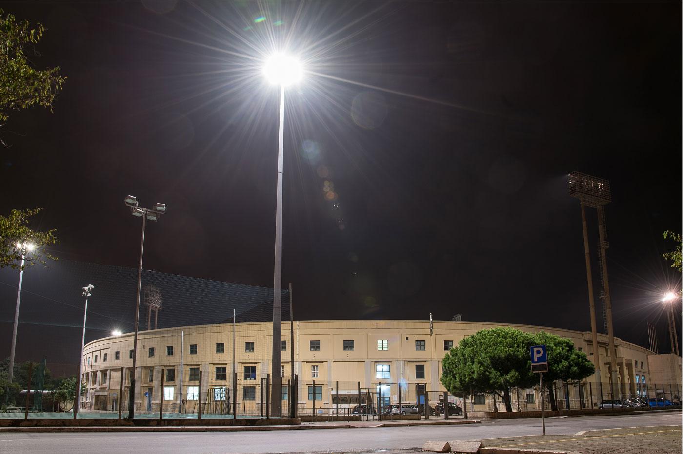 Illuminazione grandi aree parcheggio stadio della for Grandi arredi bari