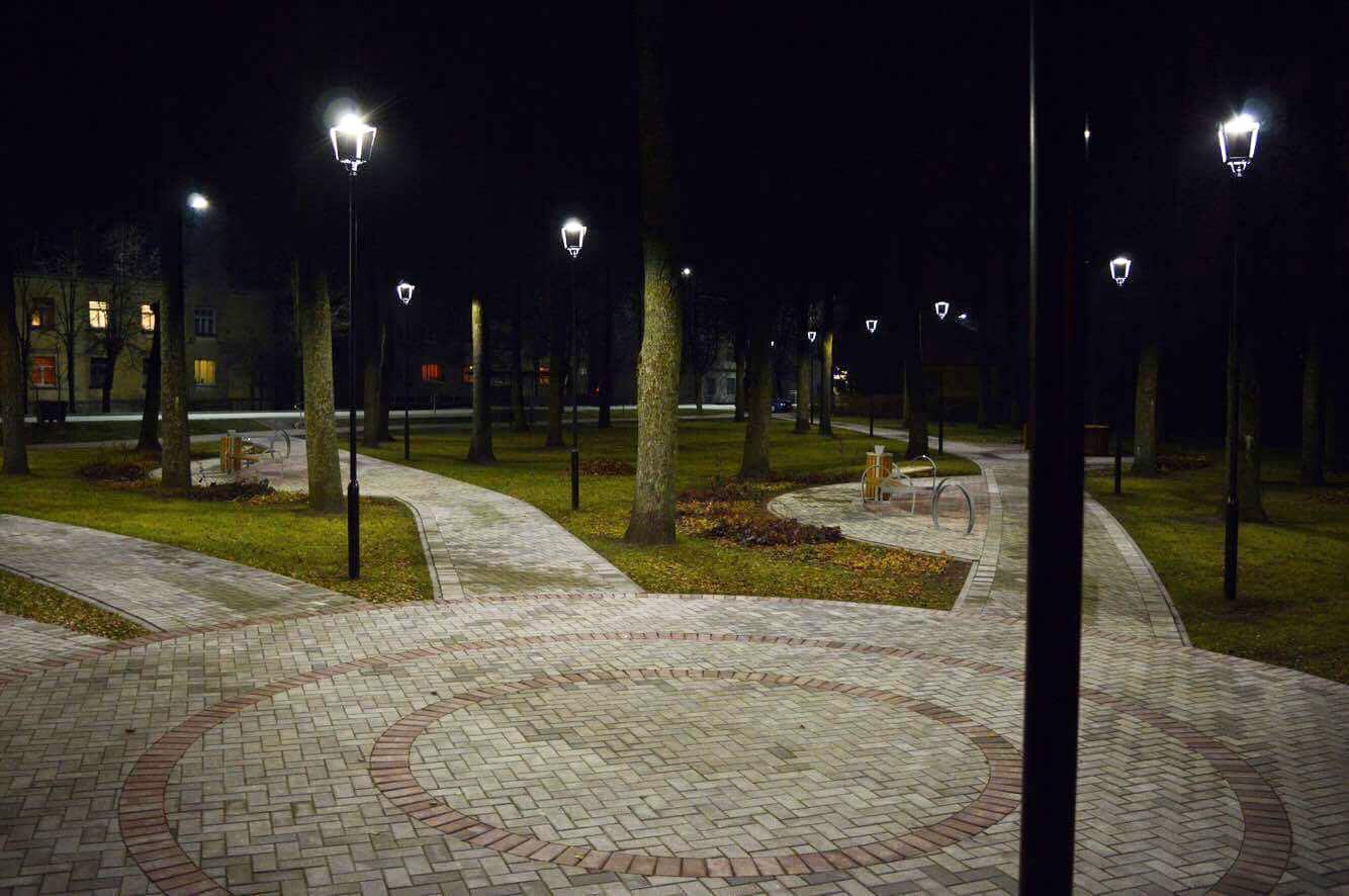 Illuminazione parco urbano. livani. lettonia niteko innovazione